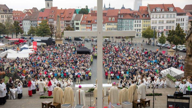 3500 katholiken bei bistumswallfahrt in erfurt th 24. Black Bedroom Furniture Sets. Home Design Ideas