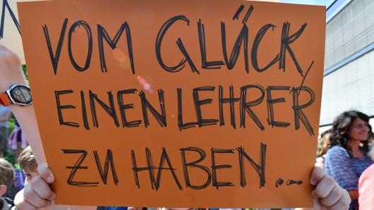 In Thüringen wurde bereits öfter von Landes-Eltern-Vereinigung, Landesschülervertretung, der Gewerkschaft Erziehung und Wissenschaft und dem Thüringer Lehrerverband gegen Unterrichtsausfall und Lehrermangel demonstriert. (Archivfoto)