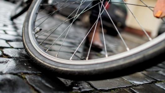 Ein betrunkener Radfahrer hat in Altenburg die Polizei mit seinem Drahtesel attackiert. (Symbolbild)