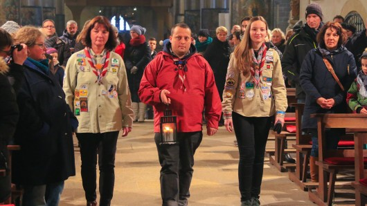 Das Friedenslicht aus Bethlehem ist am Sonntag, den 17.12. in Thüringen angekommen. Es wurde im Erfurter Dom in Empfang genommen.