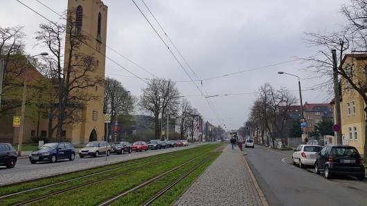 Blick in die Magdeburger Allee und auf die Lutherkirche in Erfurt