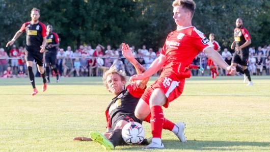 Auch am Samstag gegen den VfB Auerbach wird sich Lukáš Nový für FC Rot-Weiß Erfurt und für die drei Punkte voll reinhängen. Archivfoto vom Testspiel in Weißensee am 18.07.2018 gegen den Halleschen FC.