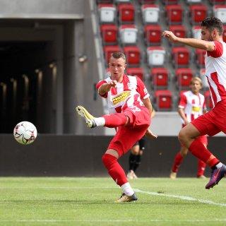 Der FC Rot-Weiß Erfurt hat sich im Thürigenpokal am Samstag (18.08.2018) ungefährdet gegen Grün-Weiß Stadtroda durchgesetzt.