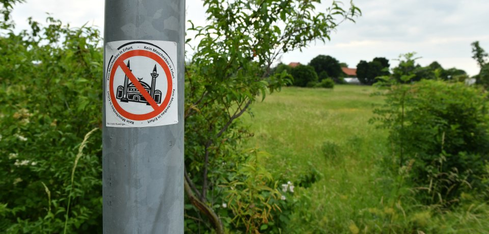 Gegen den Bau einer Moschee auf einem Gelände in Erfurt-Marbach gibt es immer wieder Protest.