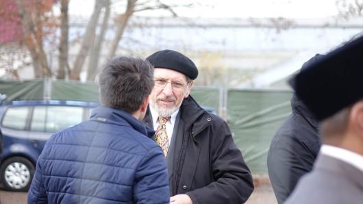 Der Ahmadiyya-Bundesvorsitzende Abdullah Uwe Wagishauser bei der Grunsteinlegung der Moschee in Erfurt-Marbach am Dienstag (13.11.2018)