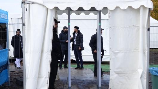 Bei der Grundsteinlegung der Moschee in Erfurt am Dienstag (13.11.2018) waren am Einlass zum Gelände in Marbach Metalldetektoren aufgestellt.