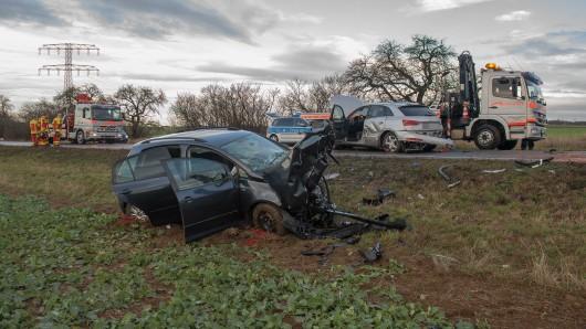 Auf einer Landstraße zwischen Erfurt und Arnstadt hat sich am Montag (03.12.2018) ein schwerer unfall ereignet.