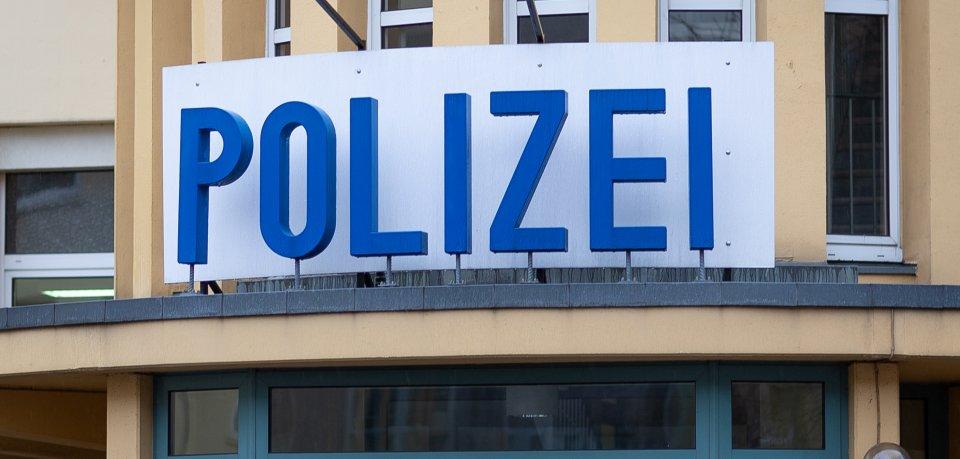 Ein Raser (18) hat sich am Samstag eine wilde Verfolgungsfahrt mit der Polizei geliefert.