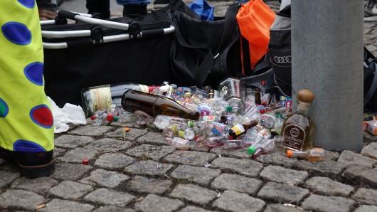 Beim Karnevalsumzug in Erfurt ist auch jede Menge Müll angefallen.