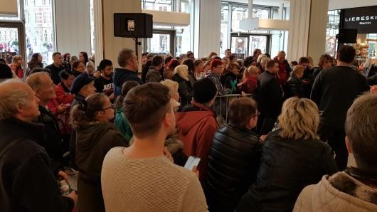Ross Antony war am Freitag (08.03.2019) im Anger 1 in Erfurt zu Gast. Der Sänger stellte sein neues Album Schlager lügen nicht vor und gab Autogramme.