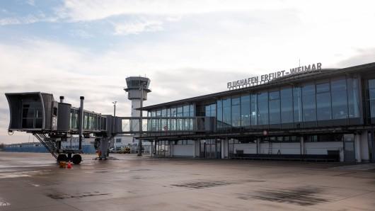 Ein vermeintlich herrenloser Koffer sorgte für Verspätung am Flughafen Erfurt-Weimar.