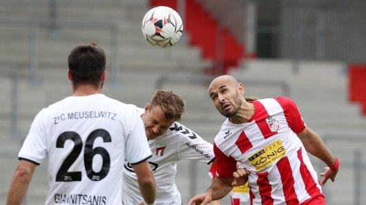 Velimir Jovanovic (r.) brachte Rot-Weiß Erfurt beim ZFC Meuselwitz früh auf die Siegerstraße.