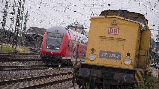 Im Hauptbahnhof Erfurt ist ein Mann auf einen Güterzug gesprungen. (Archivbild)