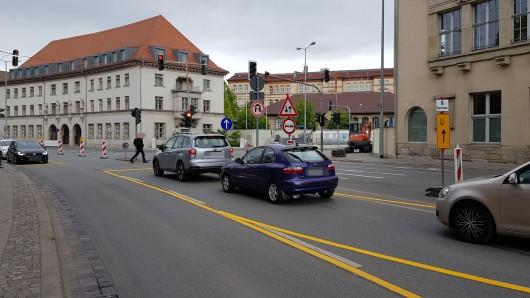 Die Baustelle an der Kreuzung von Juri-Gagarin-Ring und Trommsdorffstraße in Erfurt sorgt für Behinderungen.