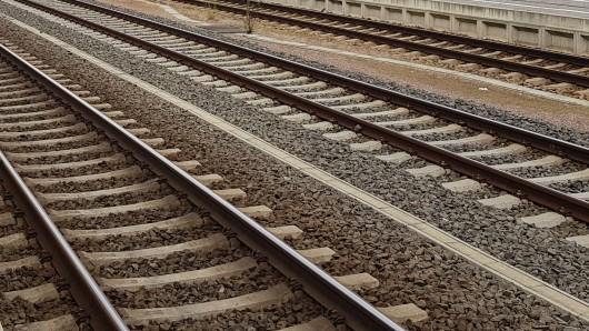 Der Hauptbahnhof in Erfurt wird im Juni gesperrt. Auch wegen Arbeiten in Halle kommt es zu Behinderungen bei der Bahn.