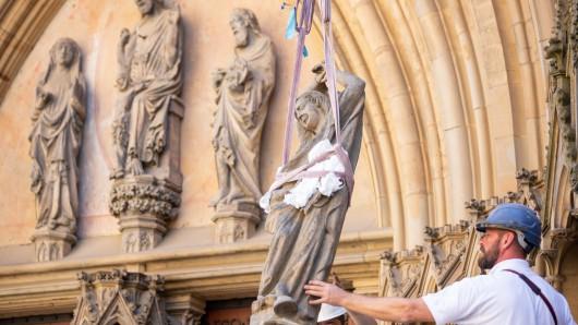Weil große Steinfragmente sich von dem Portal am Erfurter Dom gelöst haben, muss jetzt gehandelt werden.