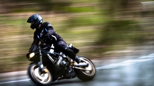 Ein Motorradfahrer ist an der A4 gestoppt worden. (Symbolbild)