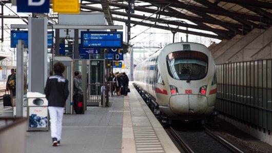 Ein ICE fährt im Hauptbahnhof von Erfurt ein. Der Fahrplanwechsel der Deutschen Bahn bringt einige Neuerungen mit sich. (Archivbild)