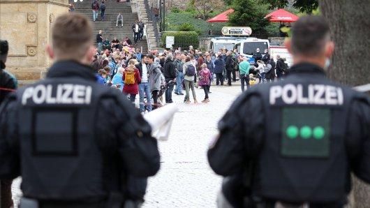 Corona-Protest in Erfurt: Die Polizei musste am Samstag eingreifen, grundsätzlich blieb es aber friedlich.