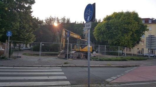 Anwohner in Erfurt sind beim Anblick der Baustelle todtraurig. Denn dieser Ort ist für viele Erfurter eine Erinnerung an die Kindheit.