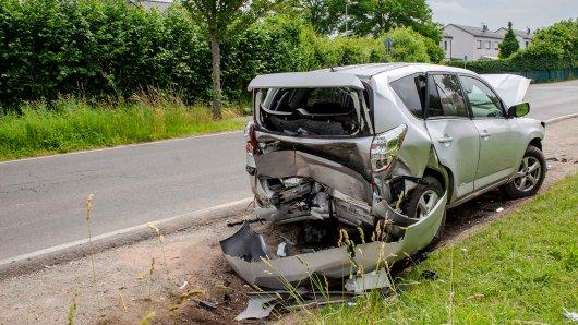 In Erfurt verursachte ein 22-jähriger Autofahrer einen heftigen Zusammenstoß.