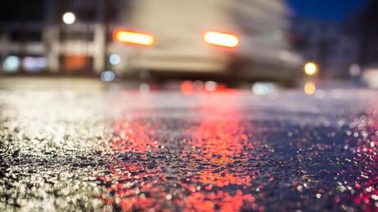 In Thüringen wird es kälter, nachts wird es verbreitet Frost geben, bei Niederschlag könnte es glatt auf den Straßen werden. (Symbolfoto)