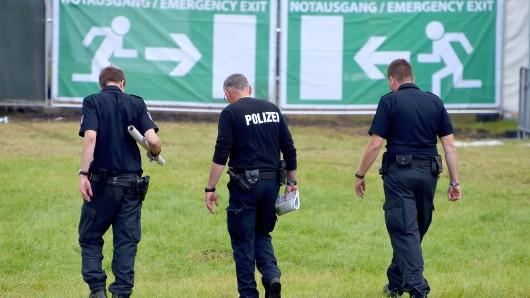 Auf einen Festival im ALtenburger Land mussten Polizeibeamte eine Frau überwältigen, weil sie mehrere Besucher mit einem Messer bedrohte und handgreiflich wurde. (Symbolbild)
