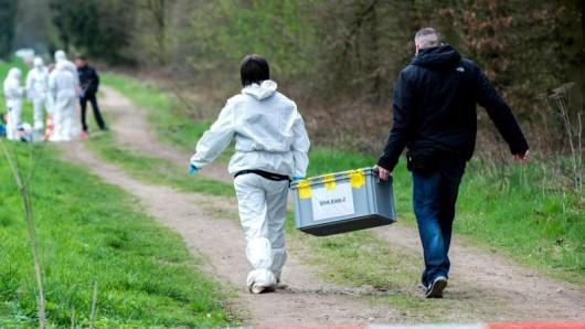 Der Fund einer stark verwesten Leiche in Lindau nahe der A9 gab viele Rätsel auf. Nun scheint der Fall endlich gelöst zu werden. (Symbolbild)