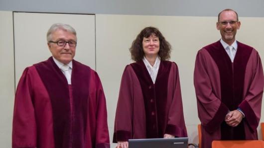 Die Ankläger im NSU-Prozess: Bundesanwalt Herbert Diemer, Oberstaatsanwältin Anette Greger und Bundesanwalt Jochen Weingarten (v.l.)im Gerichtssaal.