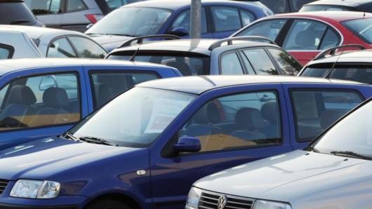 Auf dem Gelände eines Autohauses in Thüringen hat sich ein schwerer Unfall ereignet.