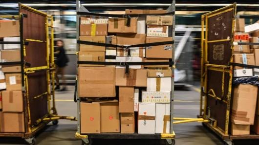 Bundesweit durchsuchte der Zoll etlichen Paket- und Kurierdiensten. (Symbolbild)
