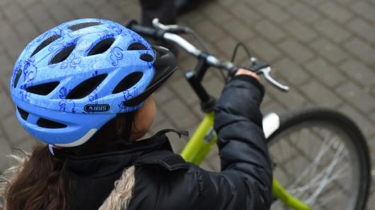 Zum Glück trug das Mädchen in Nordhausen einen Fahrradhelm (Symbolbild).