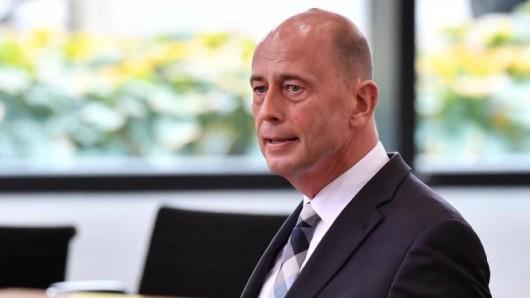 Minister und SPD-Chef Wolfgang Tiefensee spricht sich für eine umfassende Impfpflicht aus.
