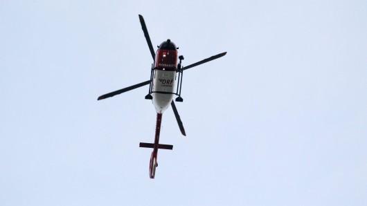 Ein Rettungshubschrauber war vor Ort, um die Verletzten zu bergen. (Symbolbild)