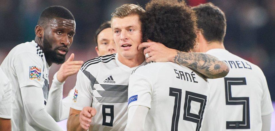 Zum Glück darf Toni Kroos die Torhymne nicht bestimmen: Der DFB-Star ist Fan der Band Pur.