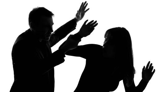 Nach einem Streit wurde ein Mann in einer Schwarzatalgemeinde brutal und schlug auf seine Frau ein. (Symbolfoto)