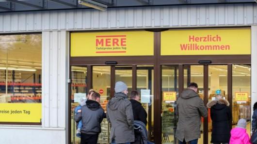 Nachdem neue Ware eingetroffen ist, könnten die Kunden im Mere-Markt in Leipzig wieder einkaufen, sagte eine Firmensprecherin.