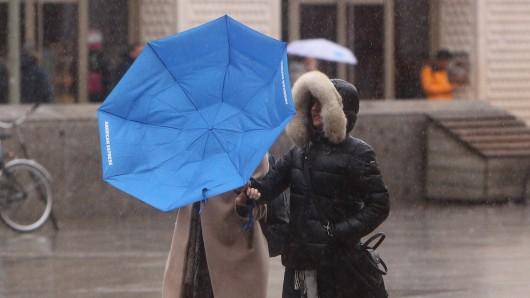Sturm Eberhard tobt über beinahe ganz Deutschland am Sonntag. (Symbolbild)