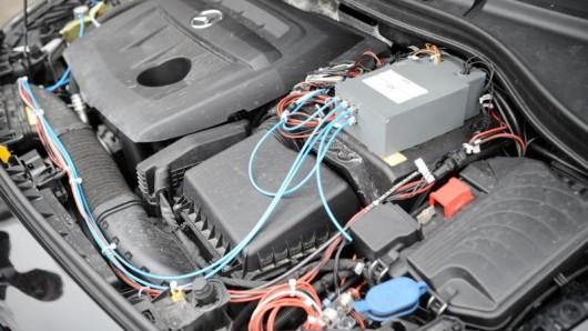 In Thüringen hat eine Frau unheimliche Geräusche aus dem Motorraum ihres Wagens gehört.