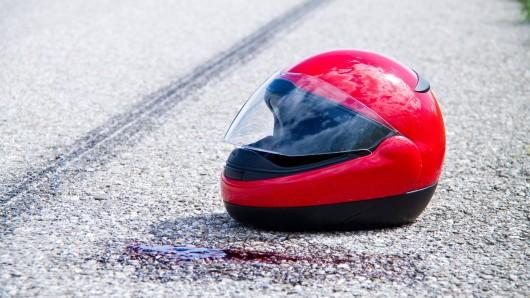 Ein Motorradfahrer und sein kleiner Sohn sind bei einem Unfall in Thüringen ums Leben gekommen.