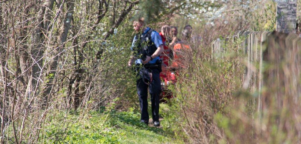 Ermittler sind am Fundort in Kranichfeld, um Spuren zu sichern.