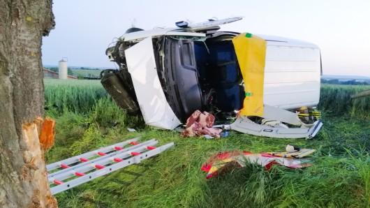 Der Fahrer erlitt bei dem Unfall schwere Verletzungen.