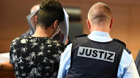 Prozessbeginn in Freiburg: Mehrere Männer sollen eine 18-Jährige vergewaltigt haben.