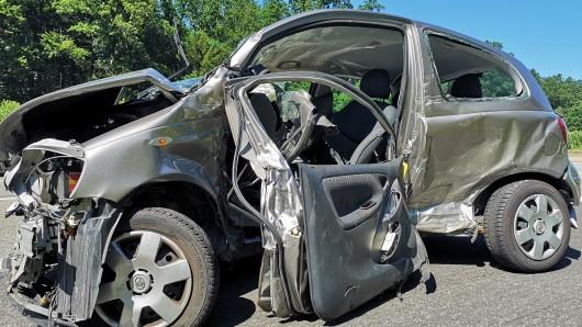 Die junge Fahrerin dieses Wracks wurde lebensgefährlich verletzt.