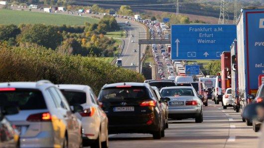 Auf der A4 in Sachsen standen die Autofahrer am Sonntag in einem Mega-Stau wegen einer irren Aktion eines Autofahrers. (Symbolbild)