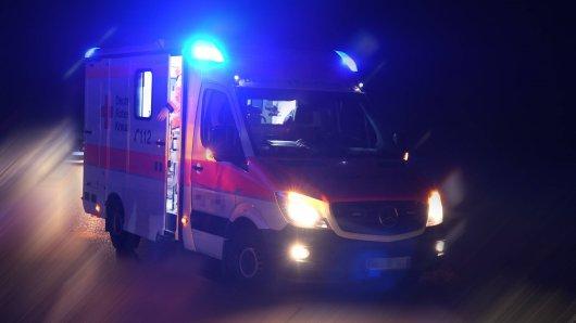 Nach einem Unfall in Thüringen musste eine Frau ins Krankenhaus gebracht werden. (Symbolbild)
