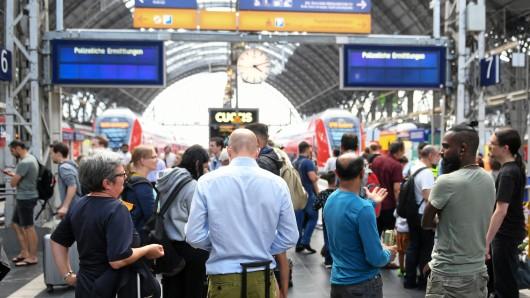 Die Reise mit der Bahn ist in Thüringen durch mehrere Einsätze ins Stocken gekommen.