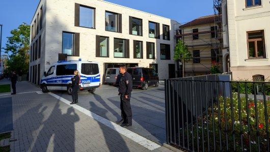 Die Polizei hat die Ausländerbehörde in Wismar abgeriegelt.