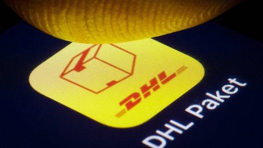 Über eine DHL-App kannst du den Sendeverlauf deiner Pakete verfolgen. (Symbolbild)