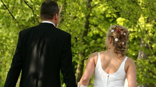 Kurz vor der Hochzeit gab es bei einem Paar Stress. (Symbolbild)